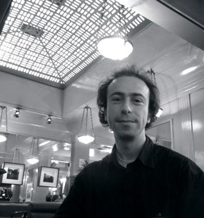 le compositeur américain Aaron Einbond photographié par Bertrand Bolognesi