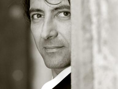 le pianiste jean-Efflam Bavouzet photographié par J. Henry-Fair