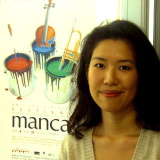 Misato Mochizuki interviewée et photograpiée par Bertrand Bolognesi, musicologue