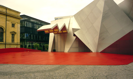 Bertrand Bolognesi photographie le Pavillon 21 derrière l'Opéra de Munich