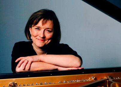 la pianiste finlandaise Tuija Hakkila photographiée par Ida Pimenoff